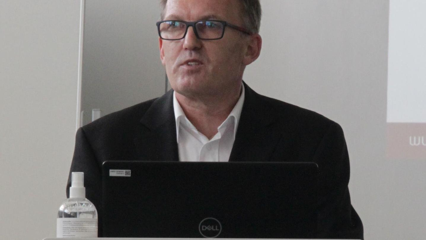 Sachgebietsleiter Markus Bieber stellte bei der Sitzung des Kreisausschusses vor, wie es mit der Umsetzung des Pflegestützpunktes in Weißenburg nun weitergehen soll.