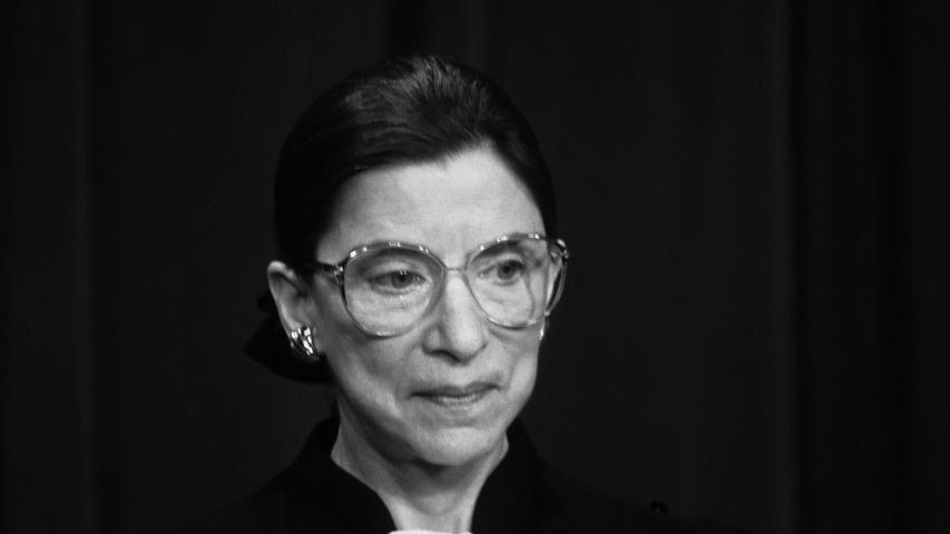 Die Richterin am Supreme Court in den USAmachte sich als Kämpferin für Frauenrechte einen Namen und war für ihre markige Argumentationsweise berüchtigt. Viele verehrtenGinsburg wie einen Popstar. Auch mit Kritik an Präsident Trump sorgte