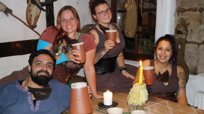 In Finyas Taverne läuft der Gastbetrieb bereits seit ein paar Monaten wieder im Innenraum. Das Team freut sich jedoch für alle Nürnberger Gastronomen über die Lockerungen in Bars und Kneipen.