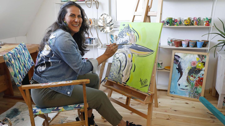 In ihrem Atelier unter dem Dach arbeitet die 39-Jährige Liliana Martinez inzwischen hauptberuflich als Künstlerin.