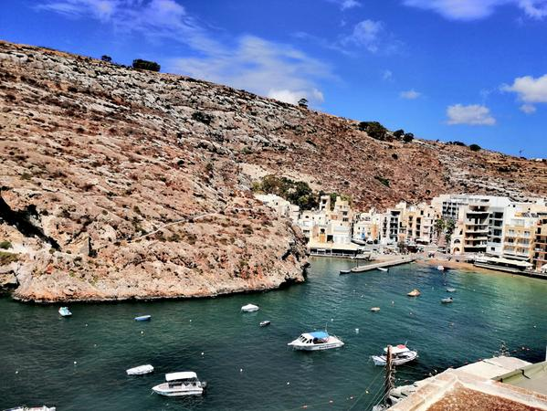 Eher in Brauntönen mit pittoresquen Häfen präsentiert sich Malta im Herbst. Kein Wunder angesichts rund 300 Sonnentagen im Jahr, an denen es im Hochsommer richtig heiß werden kann. Dafür belohnt die Insel mit milden Wintern und bietet sich darum umso mehr an, wer dem grauen Monaten in Deutschland entfliehen will.