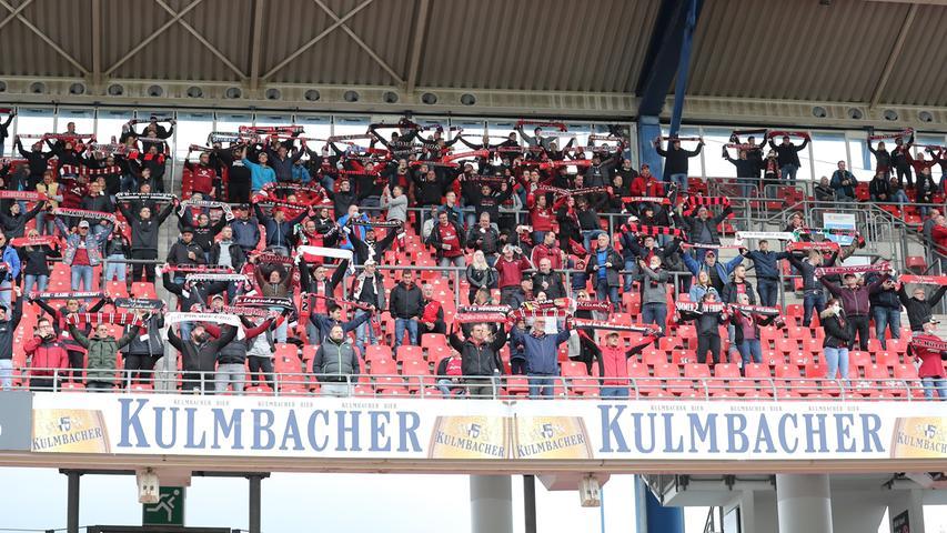 27.09.2020 --- Fussball --- Saison 2020 2021 --- 2. Fussball - Bundesliga --- 02. Spieltag: 1. FC Nürnberg FCN ( Club ) - SV Sandhausen 1916 SVS --- Foto: Sportfoto Zink/DaMa --- DFL regulations prohibit any use of photographs as image sequences and/or quasi-video - only for editorial use ---    Symbolbild Symbolfoto Feature Impression - Schalparade der Clubfan / Clubfans / FCN-Fans / Fans vor Spielbeginn