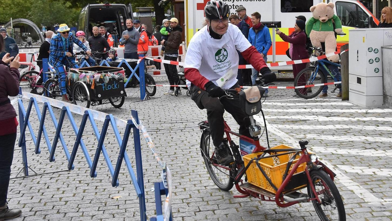 Bahn frei für die Lastenrad-Piloten: Beim Wettbewerb auf der Fürther Freiheit stand sichtlich der Spaß im Vordergrund.