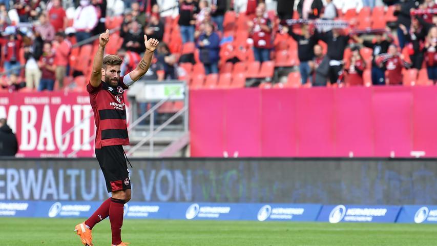 Kurz darauf ist dann Schluss. Der FCN gewinnt ein packendes Spiel am Ende knapp aber hochverdient mit 1:0. Damit fährt der Club den ersten Ligaheimsieg seit acht Monaten ein und kann mit vier Punkten aus zwei Spielen zu Saisonbeginn zufrieden sein.
