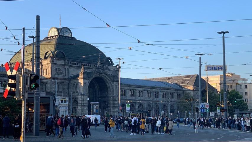 Reger Betrieb rund um den Nürnberger Hauptbahnhof.
