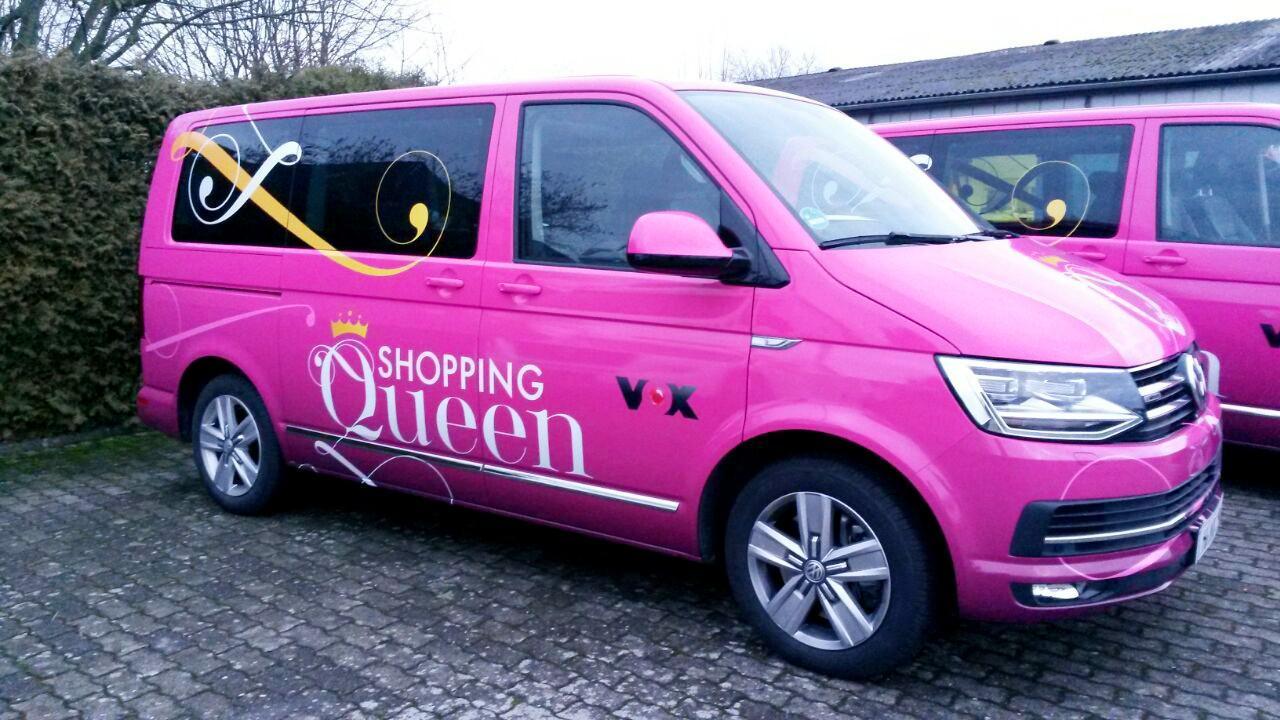 Auffällig, der pinkfarbene Shopping Queen Bus. Er wurde in der Region gesichtet.