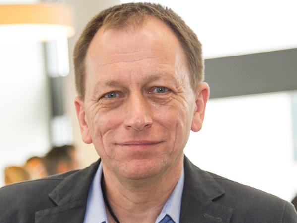 Roger Spindler widmet sich als Referent des Zukunftsinstituts Fragestellungen rund um Bildung sowie den Herausforderungen der Digitalisierung in Medien und Wissensgesellschaft.
