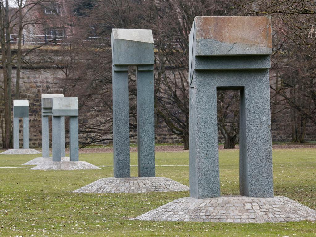 Ressort: Forchheim..Foto: Edgar Pfrogner..Motiv: Beilage Facetten einer Stadt, Kunst, Kunstwerke in Forchheim, Fünf Tore im Stadtpark Forchheim..Datum: 08.04.13
