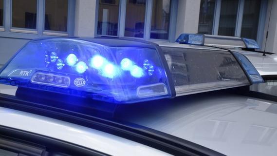 Er drohte mit Waffe: Maskierter Täter überfällt Drogeriemarkt im Nürnberger Land
