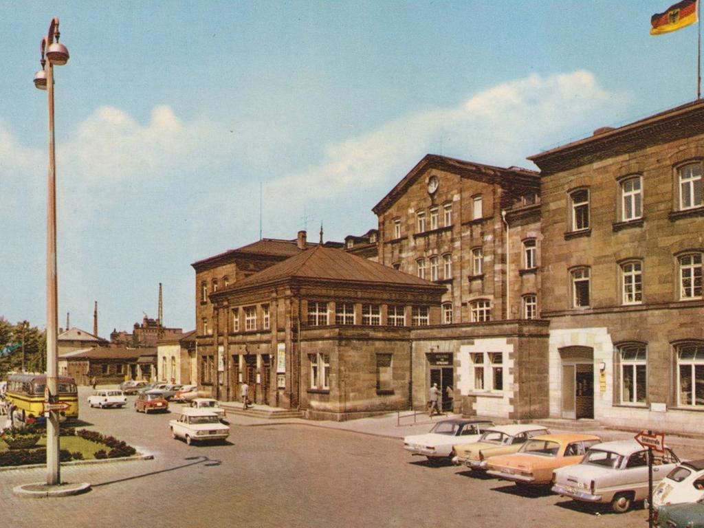 Der Bamberger Bahnhof in der Ludwigstraße - eine Postkarte aus den 1960er-Jahren.