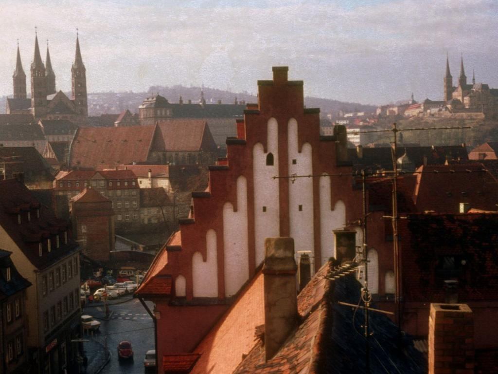 Damals wie heute ein atemberaubendes Panorama: Ein Blick auf die Bamberger Altstadt aus einem Haus in der Langen Straße im Jahre 1973.
