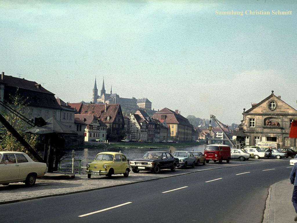 Ein Blick von der Kapuzinerstraße auf die Regnitz und den Dom aus den 1970er-Jahren.