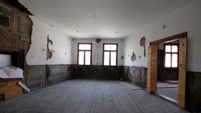 Der kleine Rathaussaal dient als Vorraum für den großen.