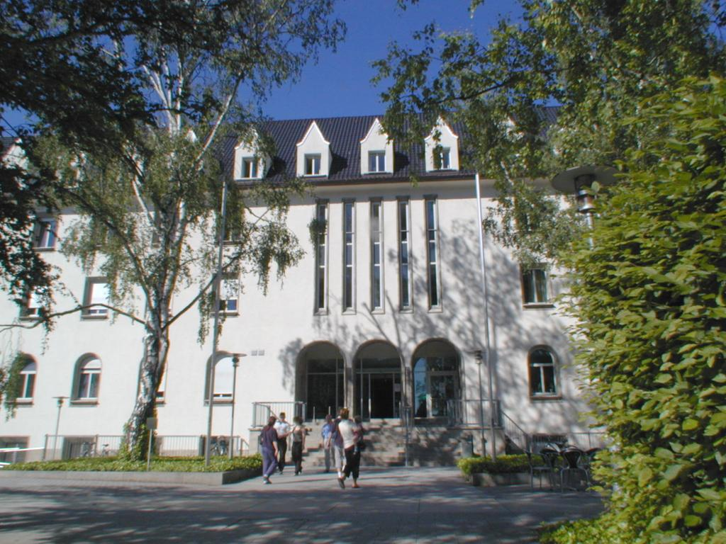 FOTO: Krankenhaus Anja.Mueller@Theresien-Krankenhaus.de, gesp. 5/2018. MOTIV: Nürnberg - Außenansicht St. Theresien-Krankenhaus; Theresienklinik. St. Theresien-Krankenhaus Nürnberg gGmbH Mommsenstraße 24 90491 Nürnberg