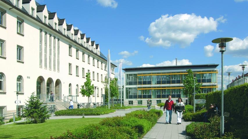 Das Krankenhaus St. Theresien befindet sich im Nordosten Nürnbergs. Bereits seit den 1920er Jahren besteht das bis heute einzige katholische Krankenhaus der Stadt. Zu den Kliniken des Krankenhauses gehören eine Frauenklinik, eine für Urologie, für Unfallchirurgie und Orthopädie, für Allgemein- und Viszeralchirurgiesowie eineMedizinische Klinik mit Geriatrischer Rehabilitation.