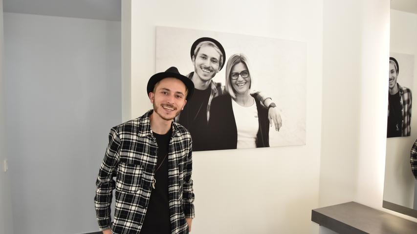 Der Friseur Cenk Yesil aus Roth ist als Cenkinz auf Youtube (ca. 14.200 Tausend Follower) und Instagram (gut 246.000 Follower) unterwegs. Bei ihm bekommt ihr jede MengeHaar-Content, vom Schneiden bis zum Föhnen.