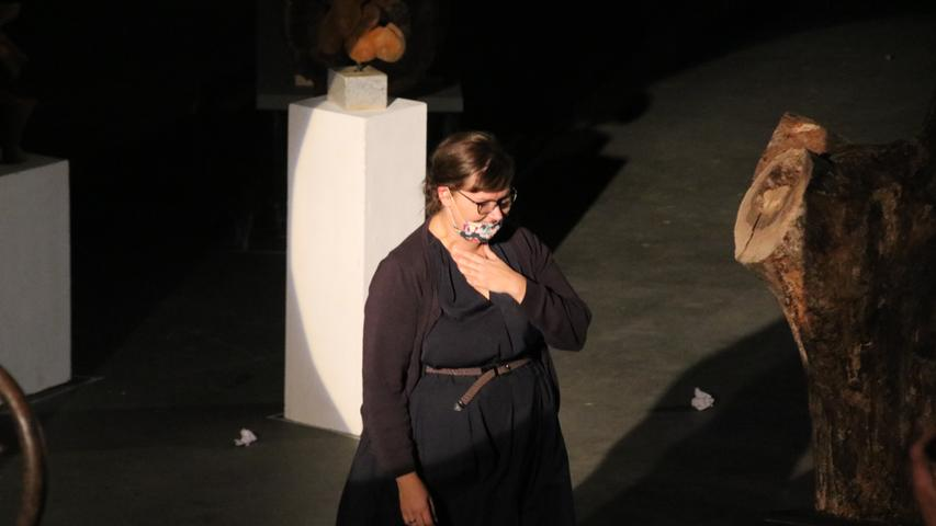 Am Ende gab es viel Applaus für das KunstKollektiv AEK. Auch für Antje Wagner, die den Text und das Konzept entwickelte und die Regie führte.