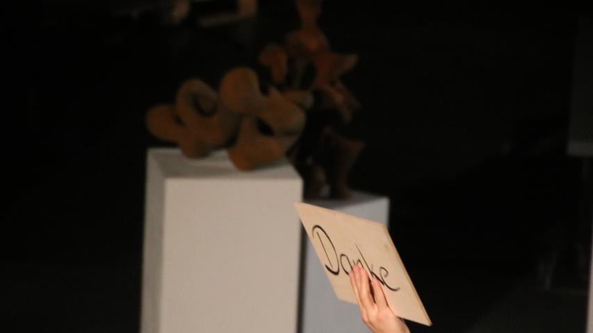Sie bedankte sich beim Publikum, das sich in diesen Zeiten darauf eingelassen hat, Kunst zu schauen.