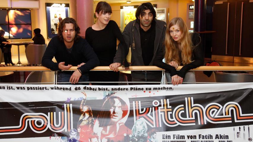 Regisseur Fatih Akin (2.v.re.) kam mit seinen Schauspielern Adam Bousdoukos, Anna Bederke und Pheline Roggan 2009 zur Preview von
