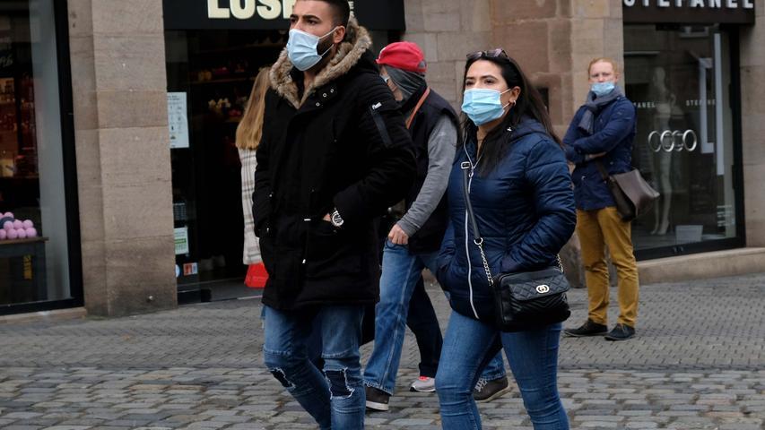 Nürnberg , am 17.10.2020 Ressort: Lokales  Foto: Roland Fengler Lorenzer Platz,  Maskenpflicht in öffentl. Bereichen  FußgängerZone usw.  Personen wurden nicht gefragt,