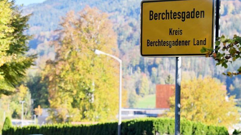In Deutschland gibt es zum ersten Mal seit dem Frühjahr erneut einen Lockdown. Im Berchtesgadener Land gelten bei einem Inzidenzwert von 272 ab dem 20. Oktober 2020 Ausgangs- und Kontaktbeschränkungen. In Franken reißen zahlreiche Kreise den Inzidenzwert von 50, die Corona-Ampel springt Ende Oktober in Nürnberg sogar auf Dunkelrot, es werden über 100 Neuinfektionen pro 100.000 Einwohner innerhalb einer Woche gemeldet.