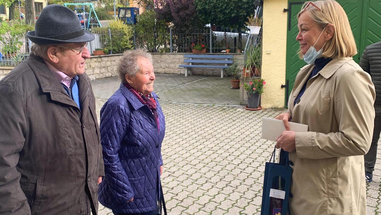 Else und Hermann Kleemann aus Auernheim feierten ihr 65. Ehejubiläum im engsten Kreis. Zur Gratulation kam auch Treuchtlingens Bürgermeisterin, Kristina Becker.