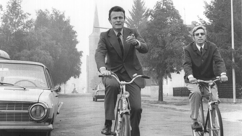 Nachdem Dietmar Hahlweg (links) 1972 zum Oberbürgermeistergewählt wurde, baute er Erlangen zur Fahrradstadt um (hier ist Hahlweg neben dem Planungsreferenten Walter Böhlk zu sehen).