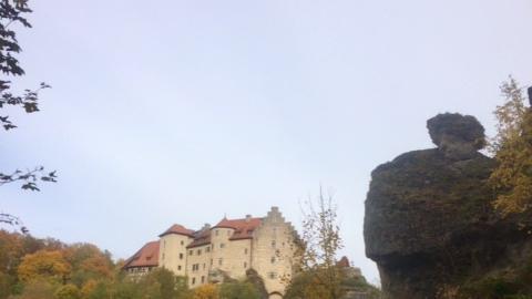NN-Leserin Irene Renner hat die prächtigen Herbstfarben rund um die Burg Rabenstein eingefangen.