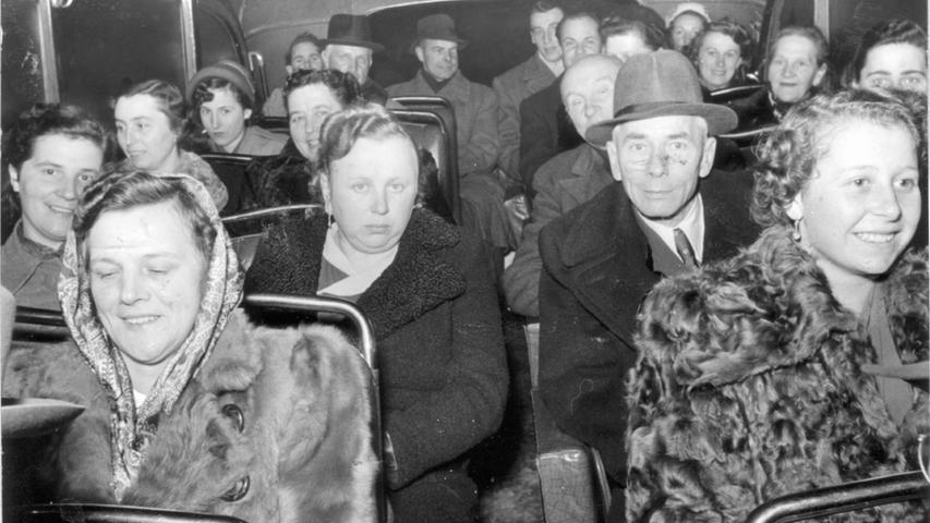 Eine frühe ökologische Variante des Opernbesuchs:1951 fuhr der Fränkische Besucherring das Publikum mit dem Bus ins Opernhaus.