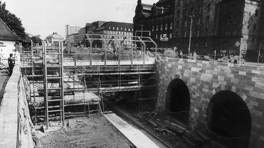 In den 1980er Jahren wurde das Opernhaus an die U-Bahn angeschlossen. Die Station