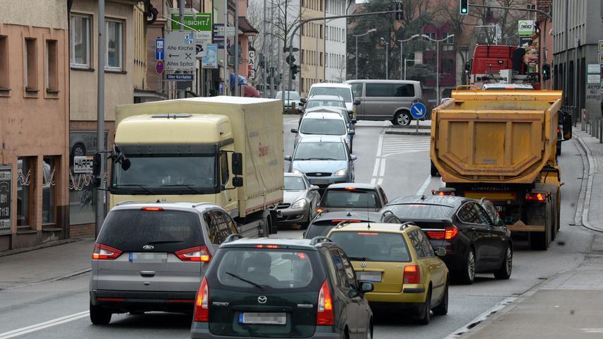 Stau ist ein Stichwort, das vor allem Pendler von und aus dem Raum Ansbach mit der Stadt Stein verbinden. Das Verkehrsproblem ist bis heute ungelöst.