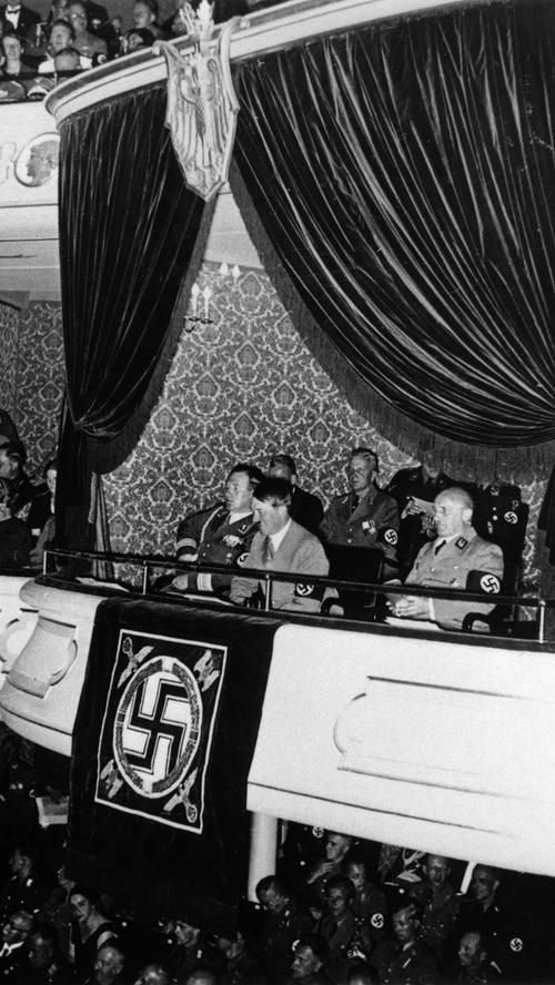 Schon zum Reichsparteitag des Jahres 1935 war der Umbau des Opernhauses abgeschlossen. Neu war auch die