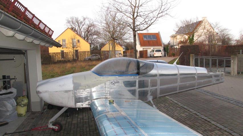 Eine knifflige Schlüsselstelle ist der Einbau der Flügel. Die müssen millimetergenau sitzen, sonst wird es nichts mit dem Jungfernflug.