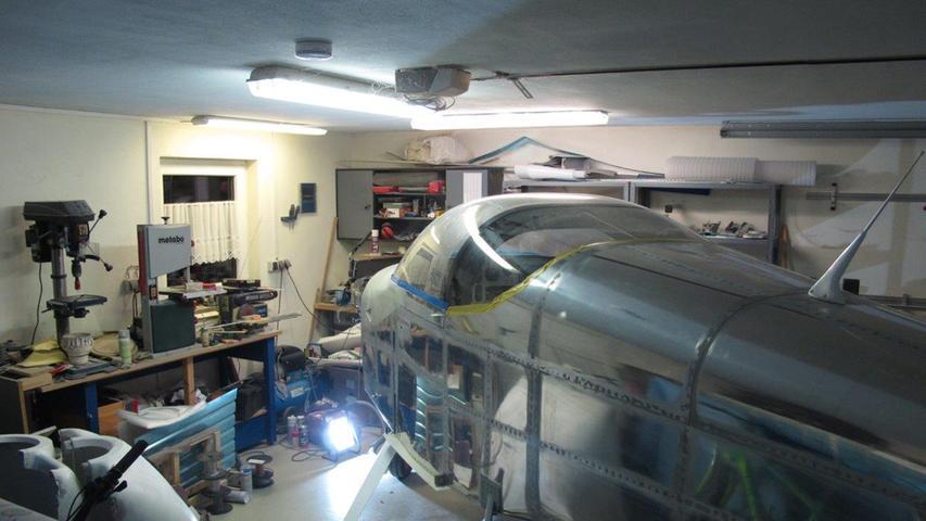 Je mehr das Flugzeug als solches erkennbar wurde, desto enger wurde es in der Garage von Rainer Stark.