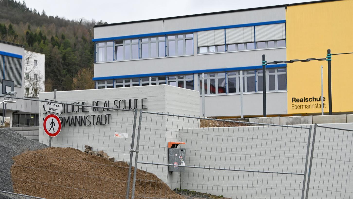 Die Realschule Ebermannstadt wird wegen zwei positiv getesteter Lehrer bis zum Ende der Herbstferien komplett geschlossen.