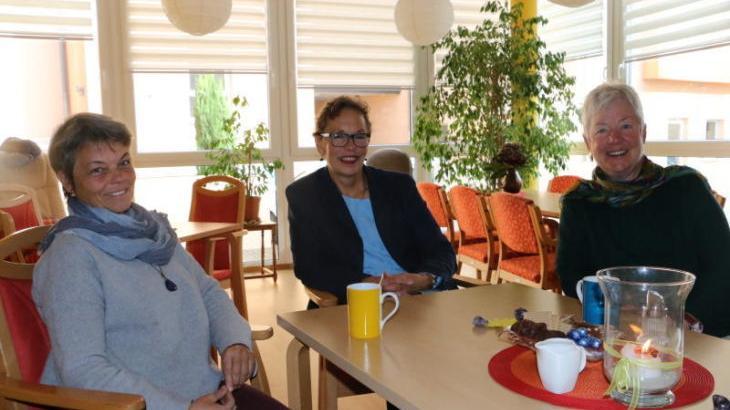 Andrea Weinschenk, Sabine Hess und Margot Schelb (v. links) wünschen sich neue Regelungen für die Begleitung von alten und sterbenden Menschen.