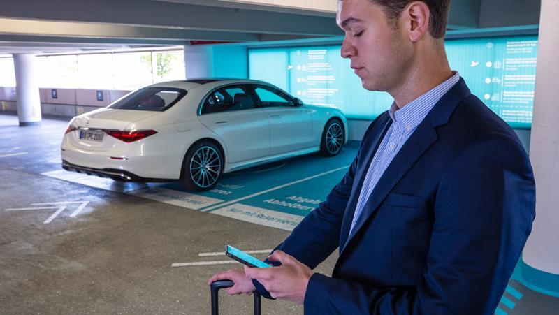 Startsignal: Via App erhält der schwäbische Luxusliner das Kommando, selbstständig zum vorgebuchten Parkplatz zu fahren.
