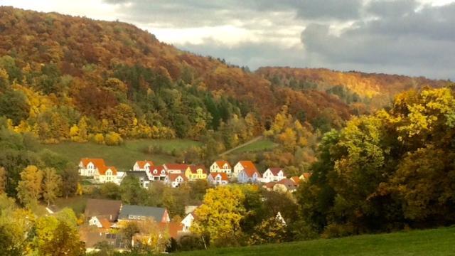 NN-Leserin Irene Renner hat das idyllische Dorfhaus mit romantischer Herbstfärbung eingefangen.