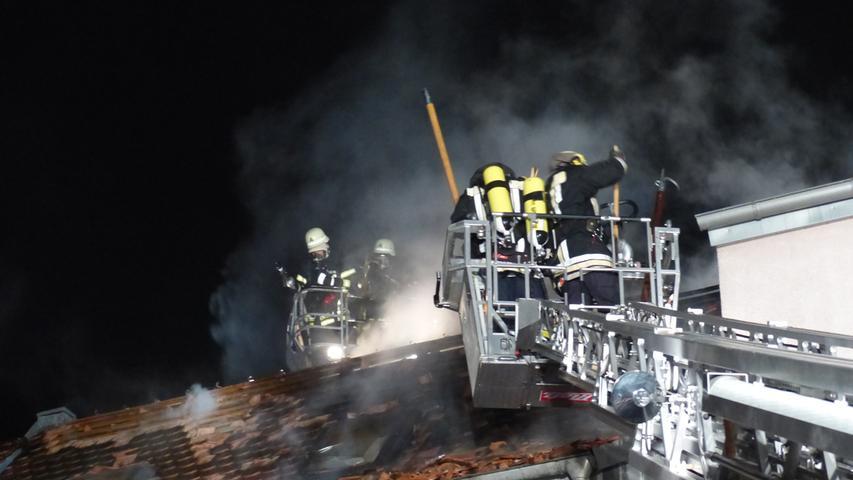 FOTO: Andreas Seegmüller; 30.10.2020; AB MOTIV: Symbolbilder Freiwillige Feuerwehr Gunzenhausen Wohnhausbrand, Nachlöscharbeiten