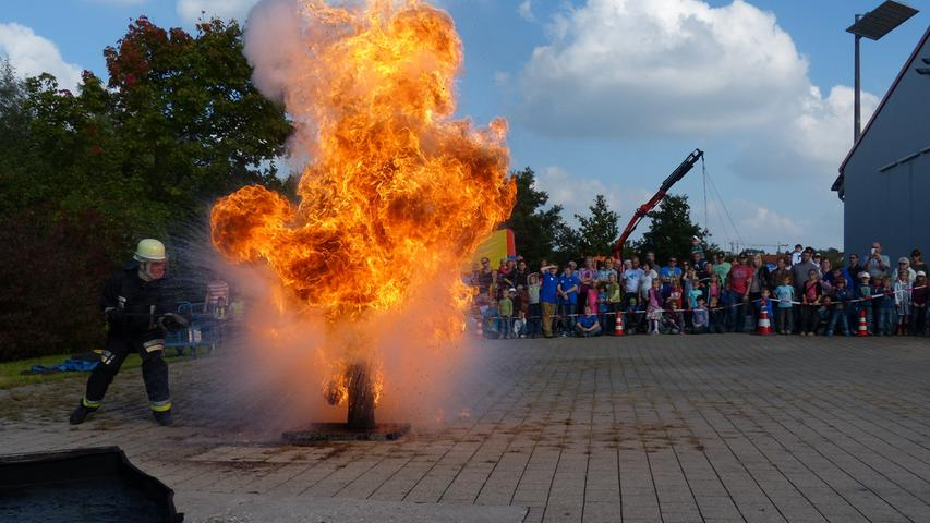 FOTO: Andreas Seegmüller; 30.10.2020; AB MOTIV: Symbolbilder Freiwillige Feuerwehr Gunzenhausen Vorführung Fettexplosion
