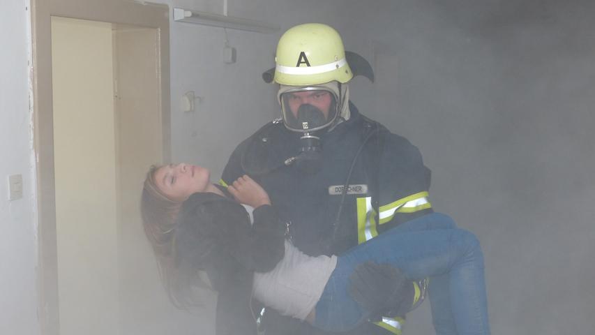 FOTO: Andreas Seegmüller; 30.10.2020; AB MOTIV: Symbolbilder Freiwillige Feuerwehr Gunzenhausen Übung Menschenrettung, schwerer Atemschutz