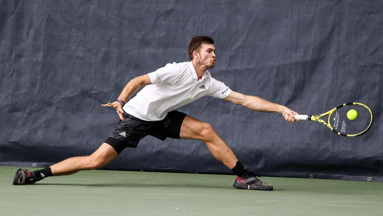 Zwischen Court und Reisen: Tennisprofis sind es gewohnt, heute hier und morgen dort zu sein. Noch am Donnerstag spielte Maximilian Marterer beim ATP-Challenger in Hamburg, unterlag in der Runde der letzten 16 aber Taro Daniel aus Japan (6:4, 4:6, 3:6). Am Freitag hat er bereits in Eckental trainiert.
