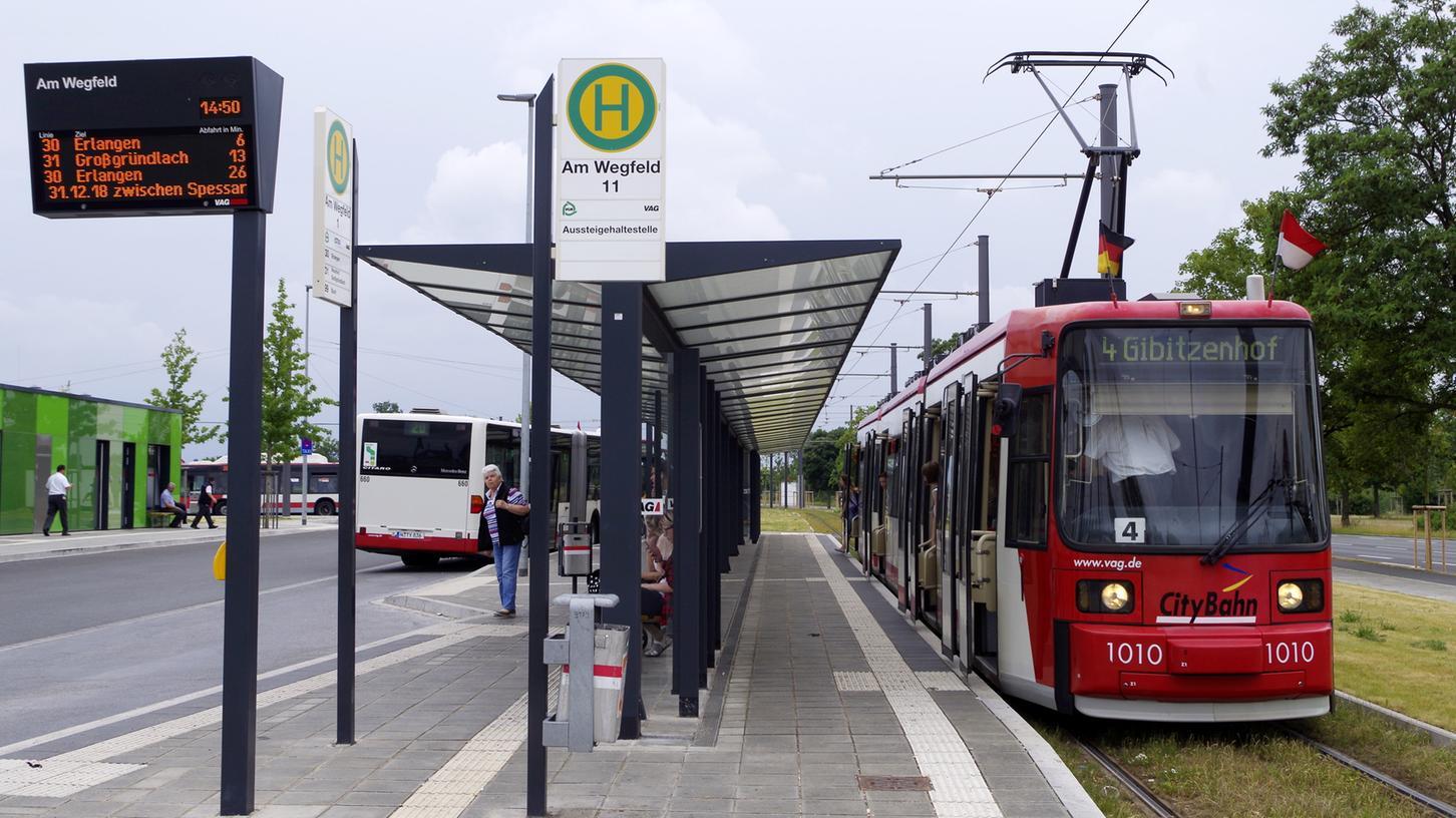 Die Nürnberger Straßenbahnen enden derzeit noch an der Haltestelle am Wegfeld. Eines Tages soll hier die Stadt-Umland-Bahn weiter nach Erlangen, Herzogenaurach und vielleicht auch nach Eckental fahren.