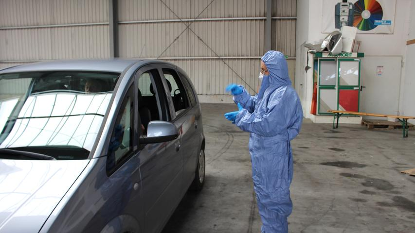 Für den Abstrich muss niemand sein Auto verlassen. Das soll das Infektionsrisiko mindern.