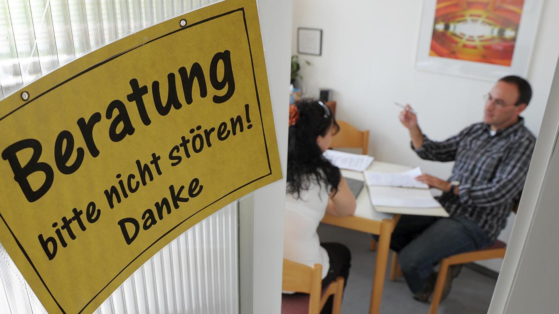 Coronabedingt verzeichnen die Schuldnerberatungsstellen in Deutschland eine steigende Zahl von Klienten.