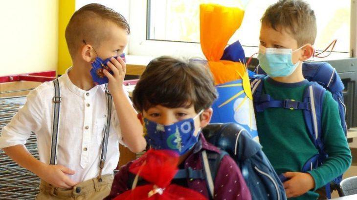 Vom ersten Schultag an mussten sich die Hersbrucker ABC-Schützen an Mund-Nasen-Bedeckungen abseits von ihren Sitzplätzen gewöhnen.