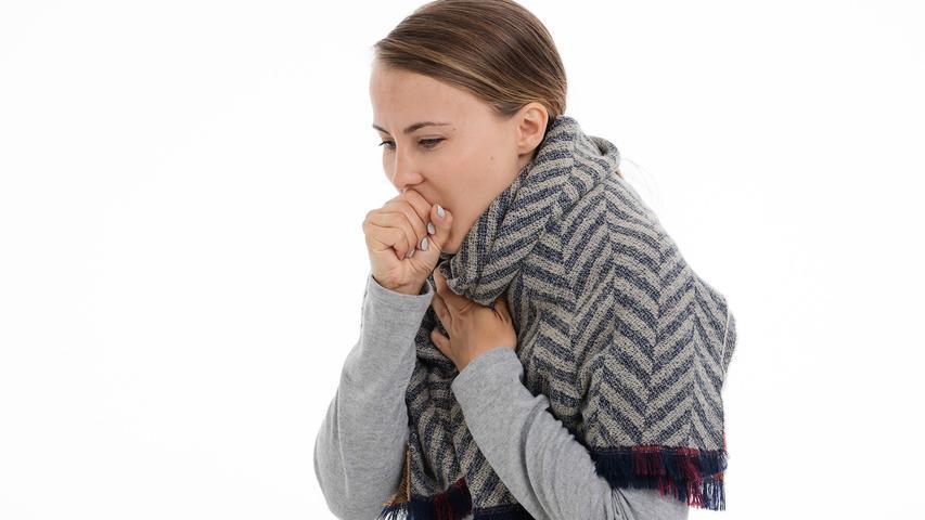Covid-19 kann zu Lungenproblemen führen und so eine Lungenentzündung oder Kurzatmigkeit auslösen.
