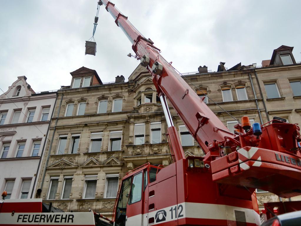 Brand Fürth Simonstr. 1, offener Dachstuhlbrand nach gemeldeter Explosion, aktuell keiner verletzt, 04.11.2020, ToMa-Fotografie