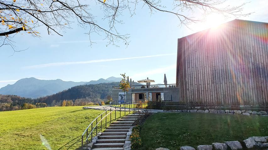 Nahe Kochel liegt das Freilichtmuseum Glentleiten. Hier stehen unzählige Bauernhöfe des oberbayerischen Alpenvorlandes.