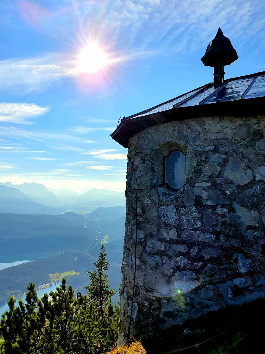 Auch diese Kapelle überm Walchensee kann man besuchen.